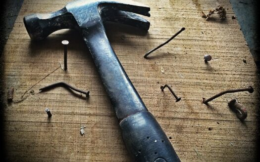 contractor set down his hammer to file a mechanic's lien in Kansas